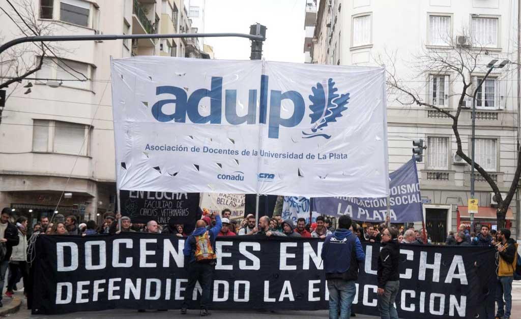 Universitarios: el Gobierno y los gremios acercaron posiciones y definen el viernes
