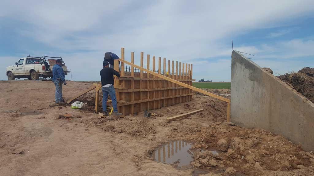 Los trabajos en la nueva alcantarilla que se construye en el camino 75 avanza a buen ritmo