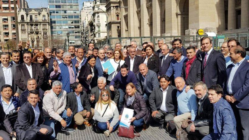 Intendentes peronistas pidieron la restitución del Fondo Sojero
