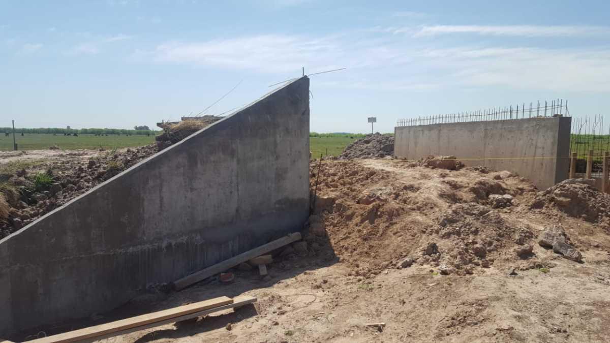 Avanzan a buen ritmo los trabajos en la nueva alcantarilla que se construye en el camino 75
