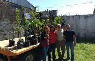 Entregaron árboles frutales a las escuelas de La Soledad y Hunter