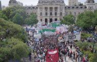 Docentes, médicos, judiciales y estatales marcharon a Gobernación