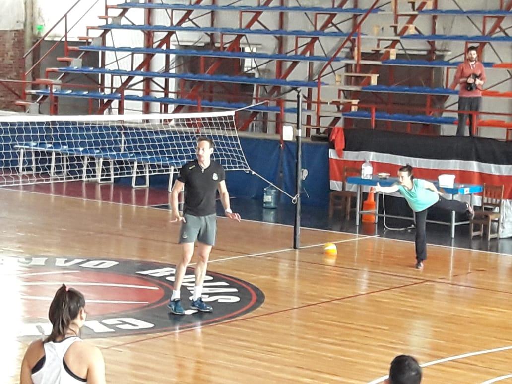 Gustavo Porporatto brindó una clínica de voleibol en nuestra ciudad