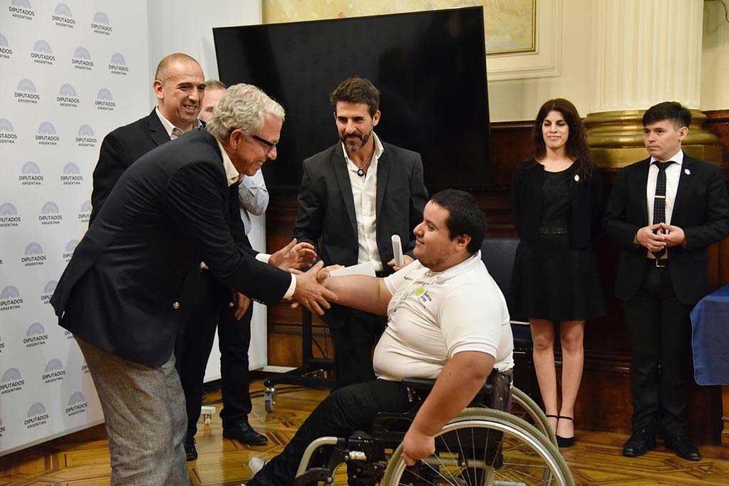 Pacífico acompañó a deportistas bonaerenses premiados por su participación durante los Juegos Nacionales Evita