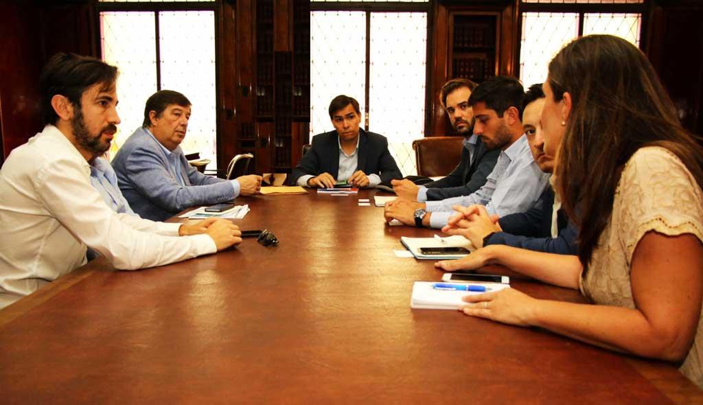 La provincia y la industria textil promueven una mesa de trabajo para impulsar el sector