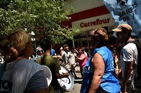 Barrios de Pié reclama bolsones de alimentos en supermercados