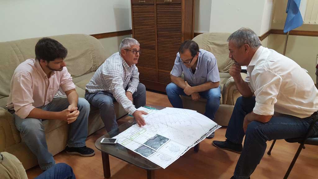 Presentan proyecto para construir una defensa en el río Rojas