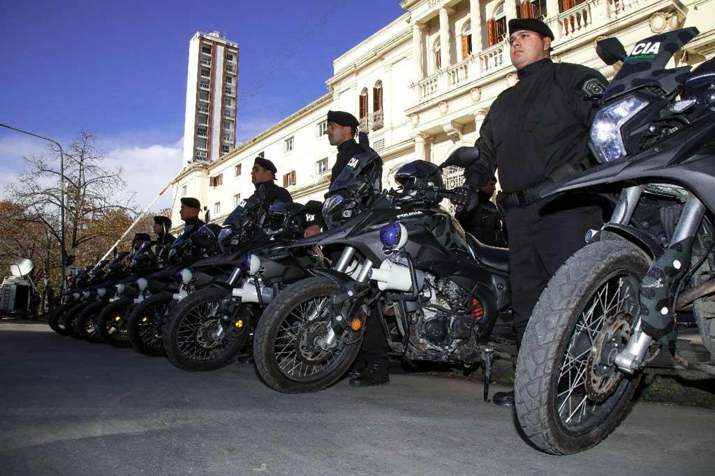 Policías completarán suba de 32% anual y recibirán bono de $7.000