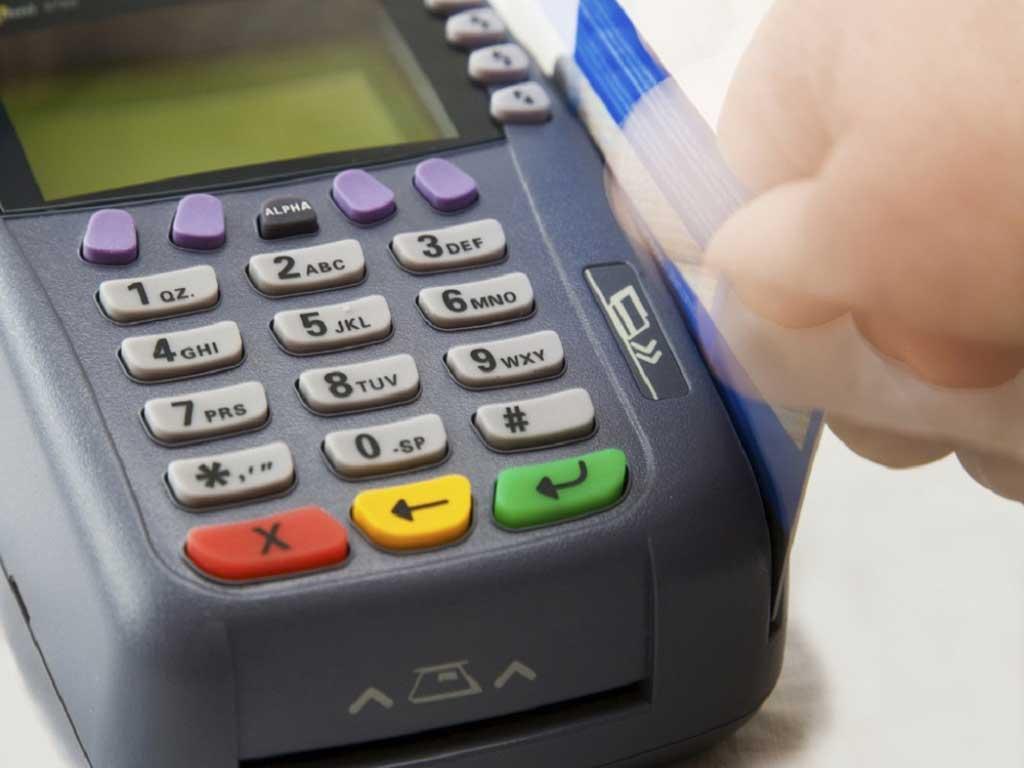 Desde enero Arba podrá clausurar los comercios que no utilicen posnet