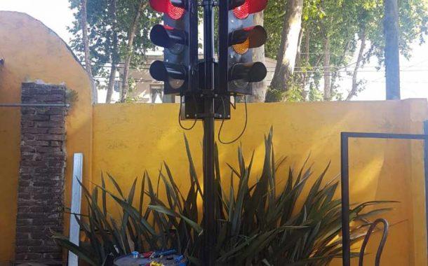 Estudiantes de la UNNOBA crearon un semáforo solar