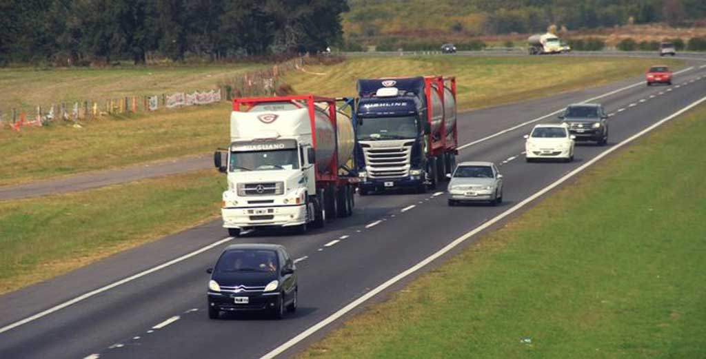 Fin de semana largo: Restringen tránsito de camiones en rutas bonaerenses