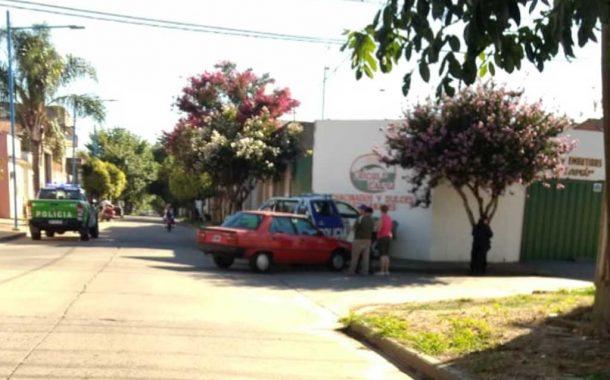 Colisionaron movil policial y auto
