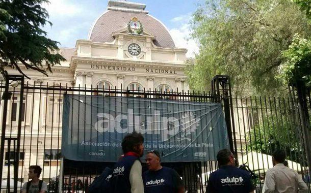 Los docentes universitarios arrancan el año con un paro de tres días