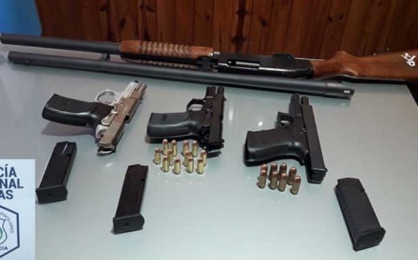 Aprehenden a hombre por tenencia ilegal de armas de fuego