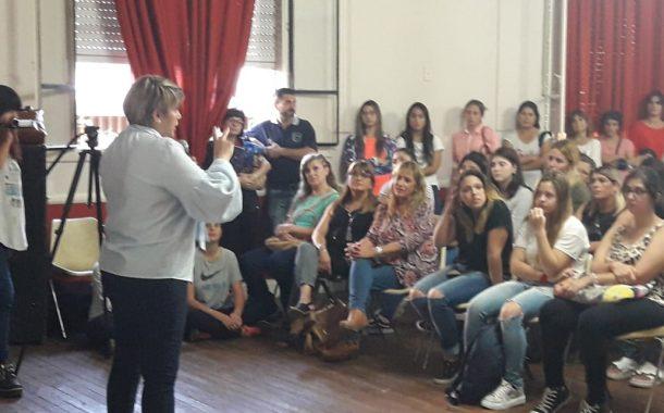 Silvana Corsobrindó una charla abierta de educación inclusiva en Rojas