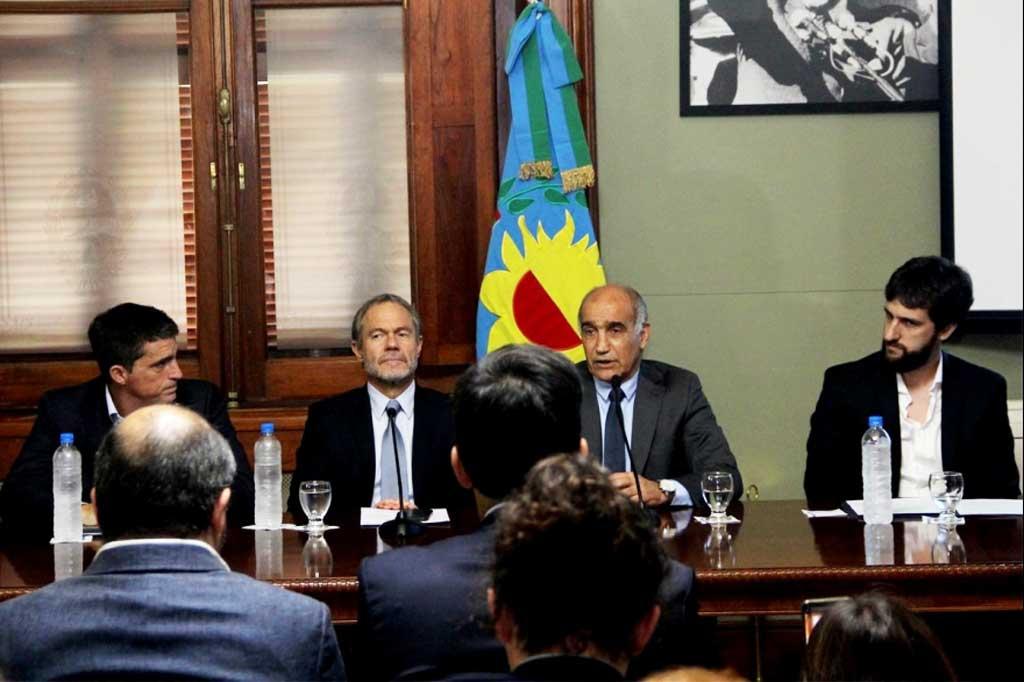 Presentan proyecto para sancionar empresas que perjudiquen a la Provincia