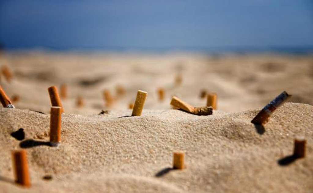 Buscan limitar el consumo de cigarrillo en las playas