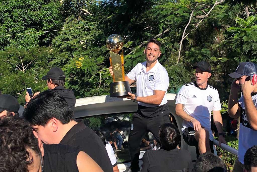 Olimpia se consagró tri campeón del fútbol paraguayo con Facundo Espina en su cuerpo técnico