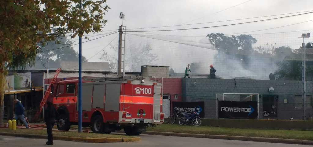 Bomberos debieron controlar feroz incendio