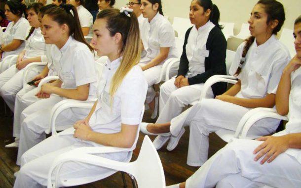 Estudiantes de Enfermería de la UNNOBA recibieron instrumentos para realizar prácticas profesionales