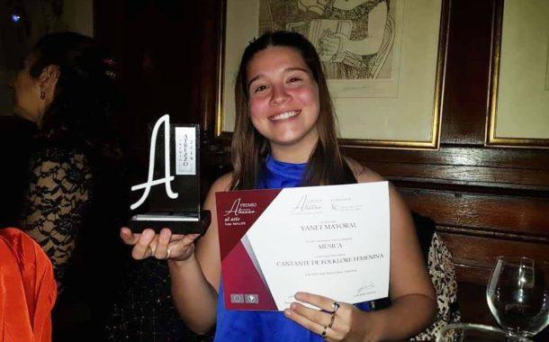 Yanet Mayoral recibió el premio ATREZZO 2019
