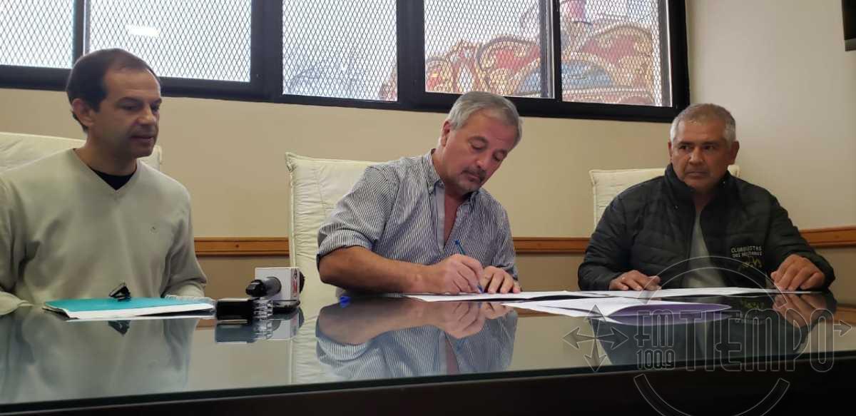 Se firmó el contrato de trabajo para realizar cordón cuneta en Santa Teresa