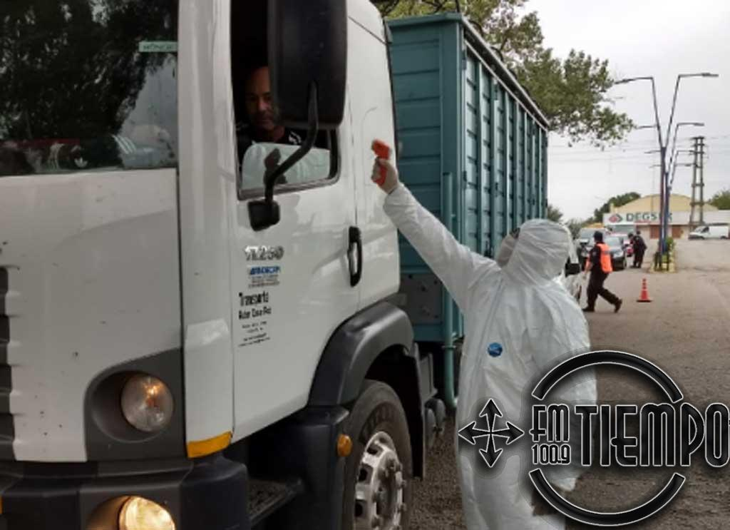 Los Bomberos realizan controles en los ingresos a la ciudad y fumigaciones en comercios