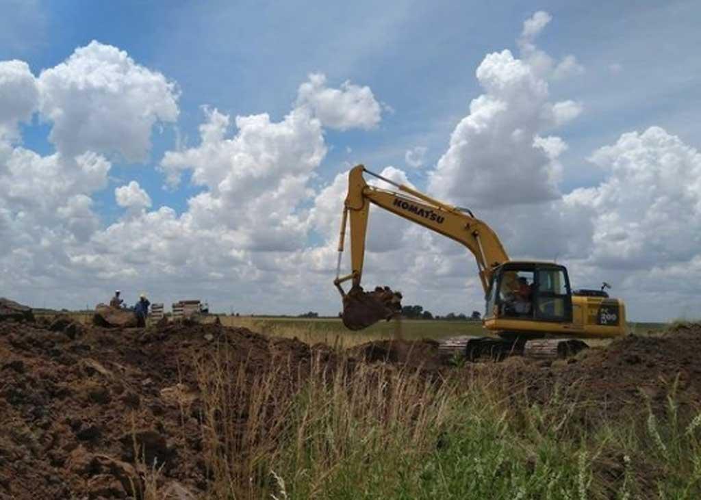 Comenzó la ejecución de una nueva alcantarilla en la zona rural de Rafael Obligado