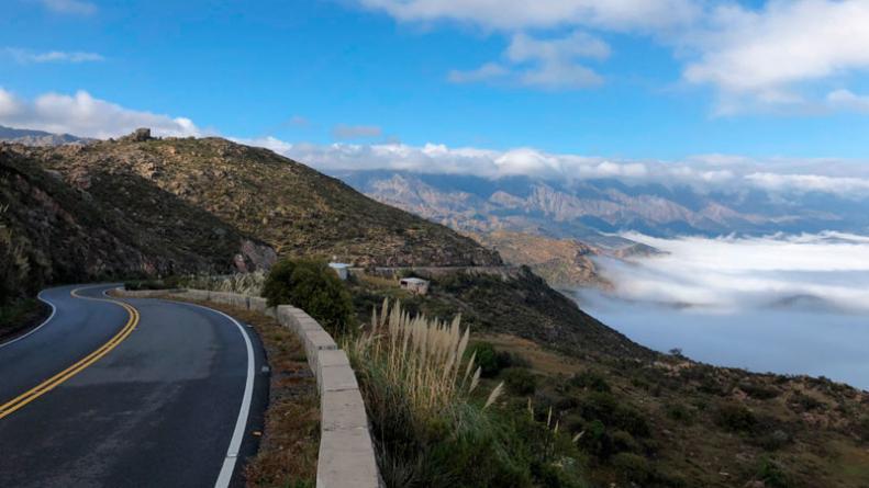 Conducir seguro en la montaña, en curvas y pendientes