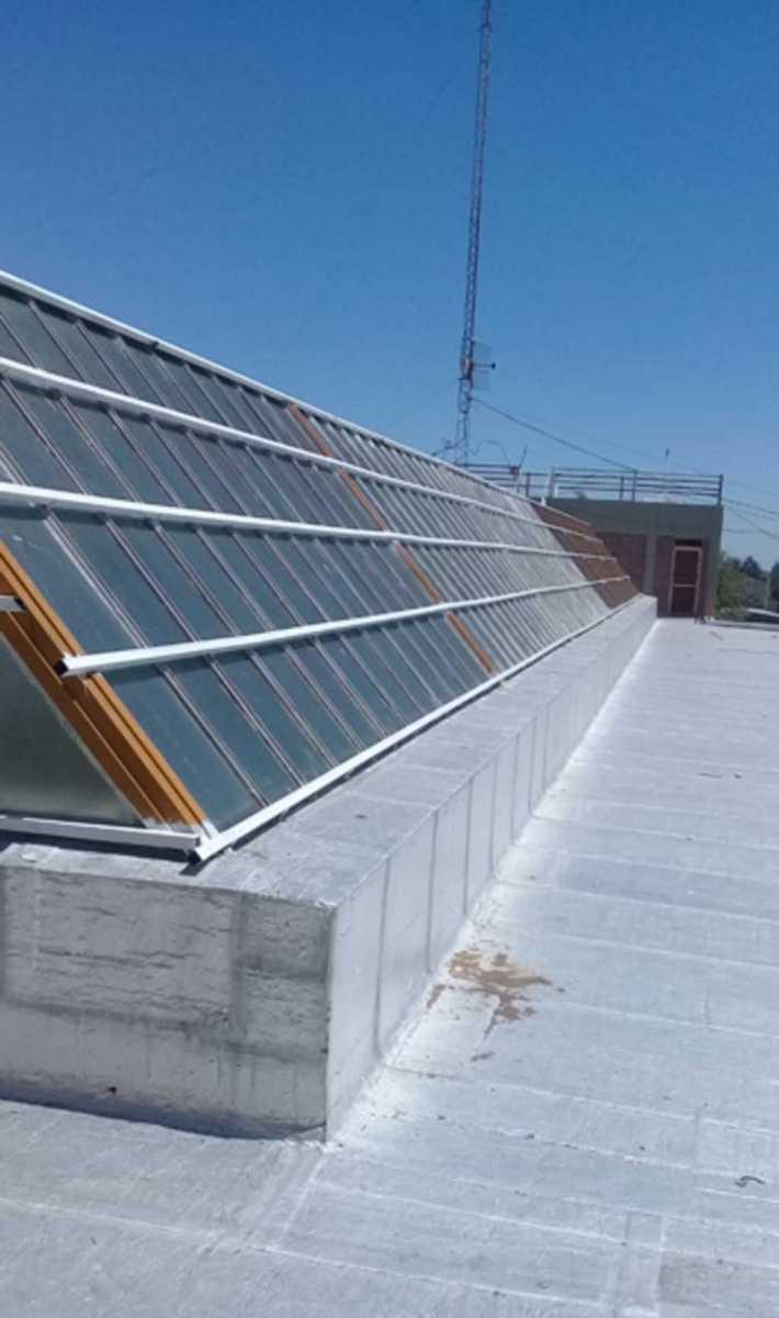 Nuevo lucernario en los techos de la Escuela Técnica N1