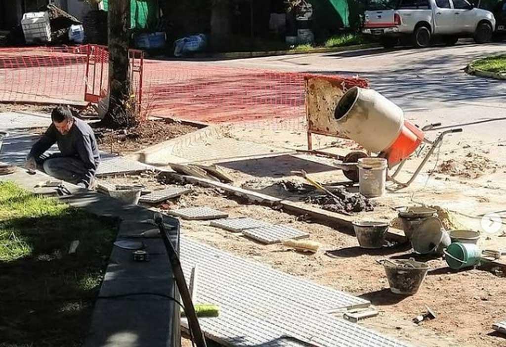 Avanza la obra de reconstrucción de la vereda del Hospital local